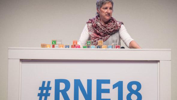 Karin Fehres, Vorstand Sportentwicklung beim Deutschen Olympischen Sportbund (DOSB), sprach auf der RNE-Jahreskonferenz am 4. Juni 2018 über Nachhaltigkeit im Sport - Foto: Benjamin Pritzkuleit, © Rat für Nachhaltige Entwicklung (RNE)