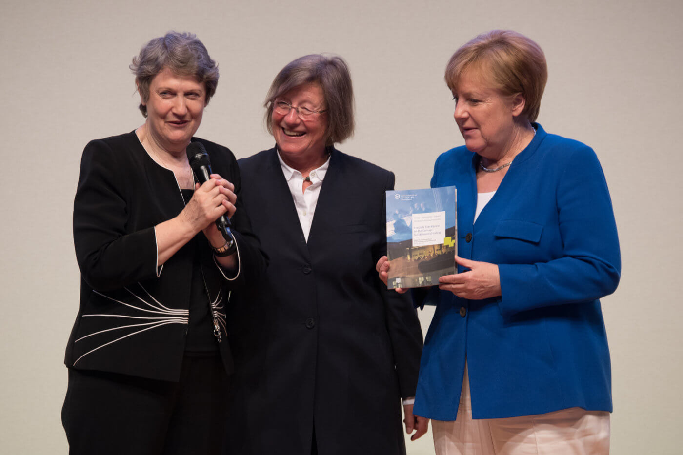 The Chair of the International Peer Review Group, Helen Clark (left), has presented the group's report to German Chancellor Angela Merkel at the RNE Annual Conference on 4 June 2018. Photo: Ralf Rühmeier, © German Council for Sustainable Development