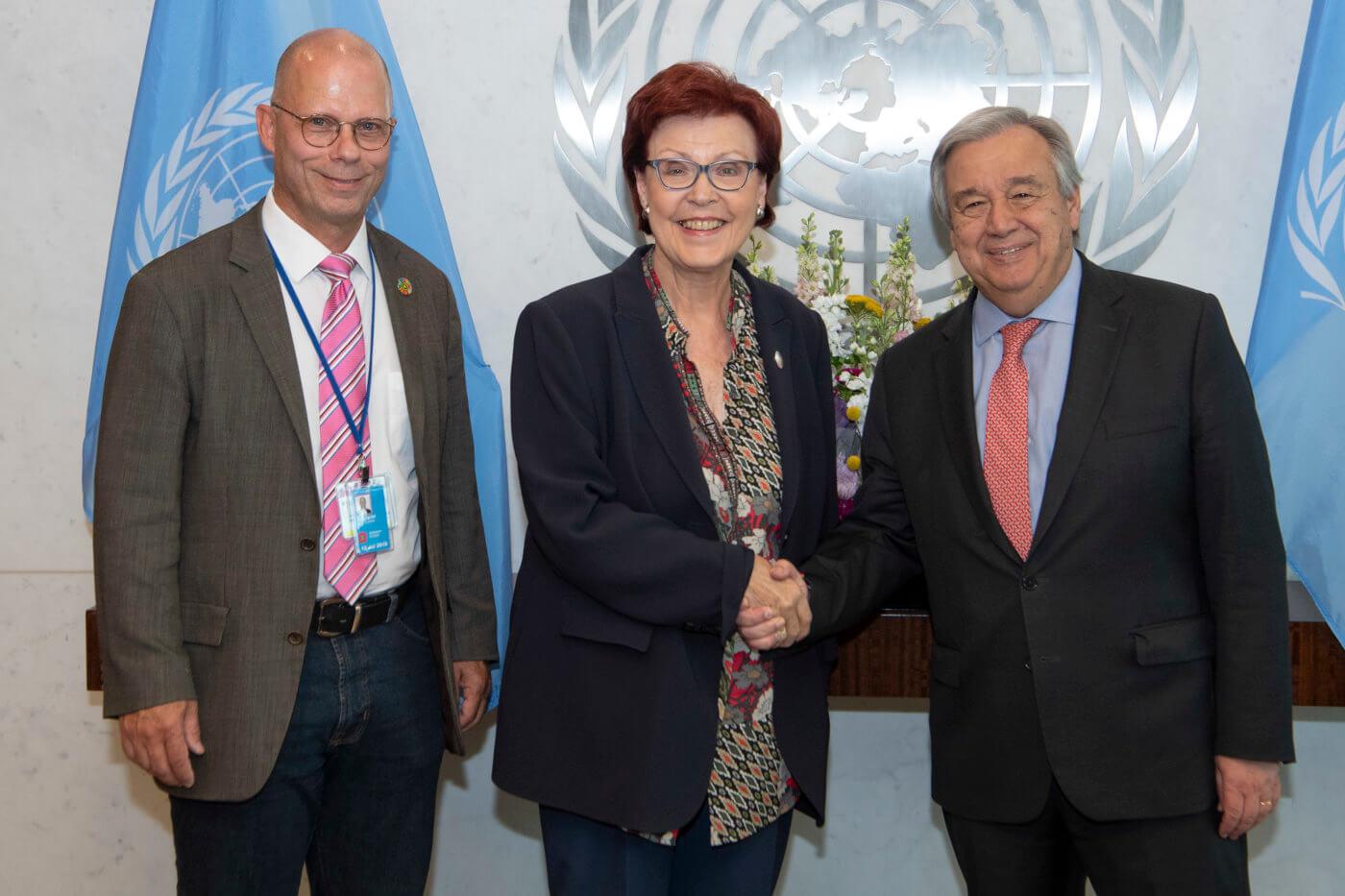 (von links nach rechts): RNE-Generalssekretär Günther Bachmann und Bundesministerin a.D. Heidemarie Wieczorek-Zeul treffen UN-Generalsekretär Antonio Guterres in New York - © Foto: UN Photo/Eskinder Debebe