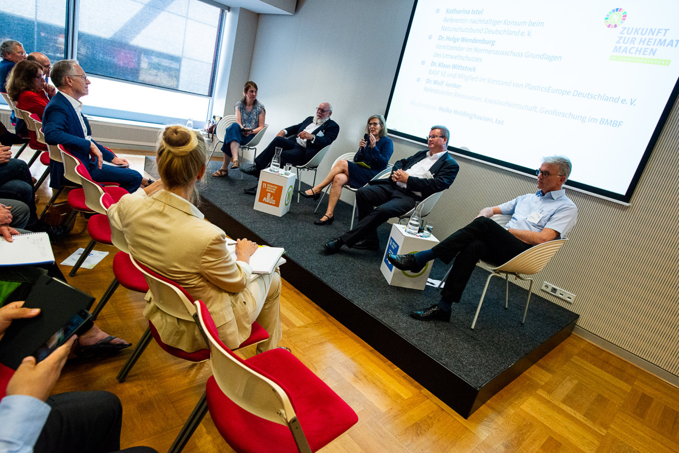 """Themenforum auf der 19. RNE-Jahreskonferenz zum Thema """"Die Plastikwende – nachhaltiger Umgang mit Kunststoffen?"""", Foto: André Wagenzik/Andreas Domma © Rat für Nachhaltige Entwicklung (RNE)"""