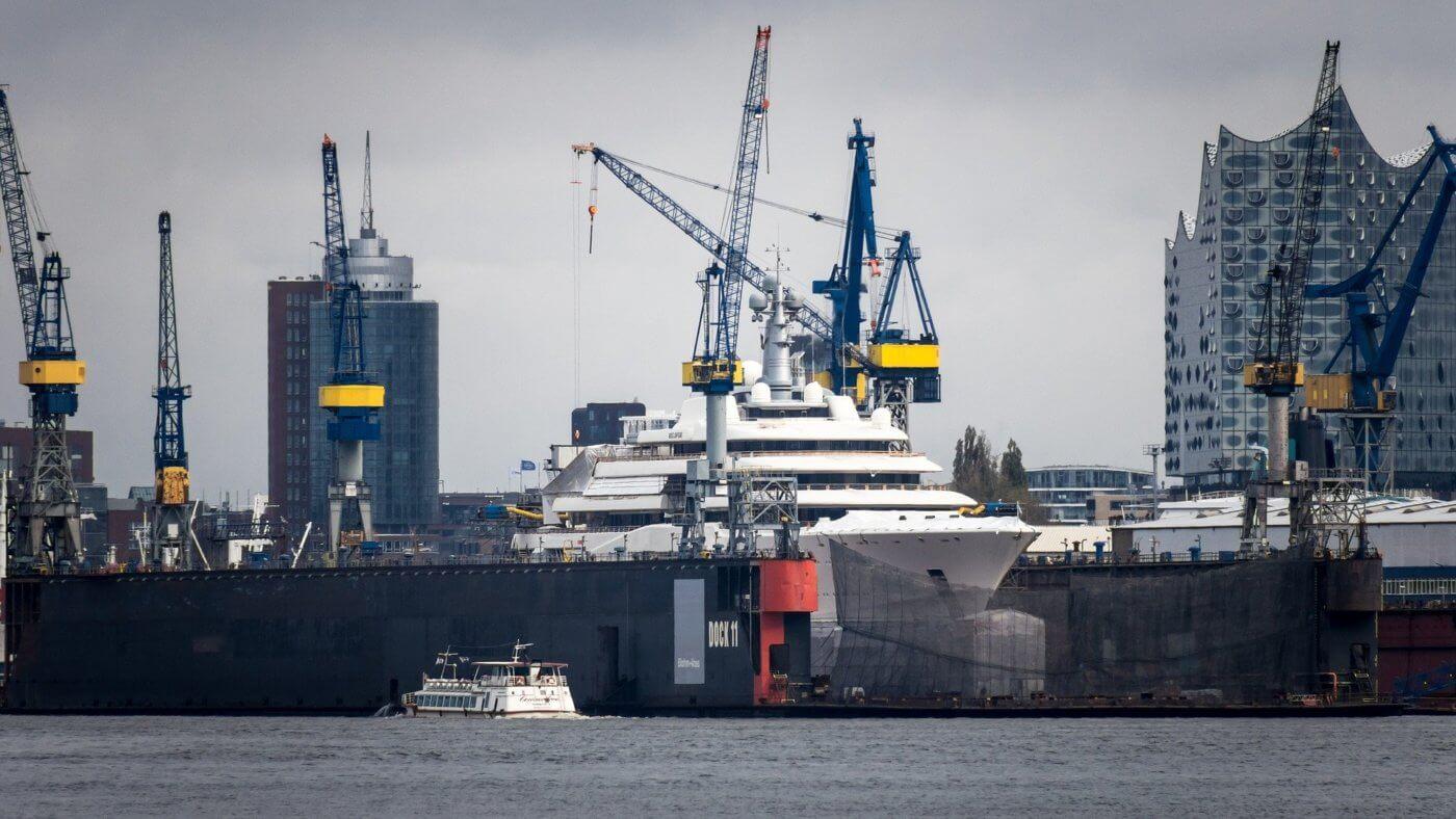 Nach Berlin und Freiburg müssen jetzt auch öffentliche Unternehmen in Hamburg einen Nachhaltigkeitsbericht nach dem DNK vorlegen. Foto: Hamburger Hafen, lizenzfreies Bild (pixabay)