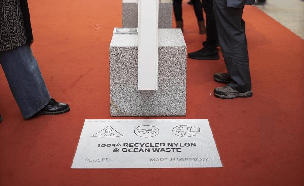 Der Rote Teppich der Berlinale aus recycelten Fischernetzen und ausgemusterten Teppichen, der seit 2019 im Einsatz ist. Foto: Cecile Mella © Berlinale