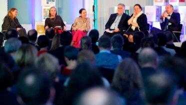Diskussion im Plenum der Regionalkonferenz zur Deutschen Nachhaltigkeitsstrategie in Bonn am 19.02.2020. © Foto: Bundesregierung / Kaiser