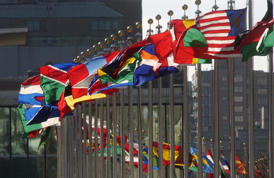 Flaggen der Mitgliedsstaaten an der Zentrale der Vereinten Nationen in New York. Foto: UN Photo/Joao Araujo Pinto