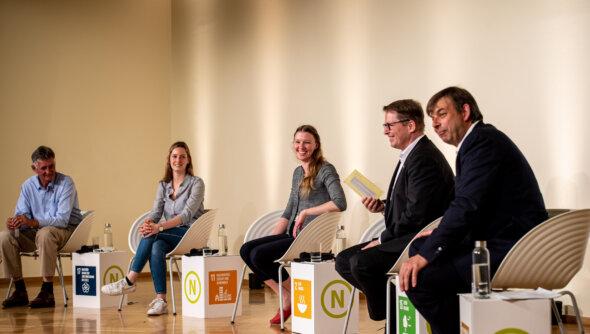"""Teilnehmer und Teilnehmerinnen des Themenforums """"Höfesterben: Schrecken oder Teil der Transformation? Deutschlands Agrarstruktur 2030"""" auf der 20. Jahreskonferenz des Rates für Nachhaltige Entwicklung am 08.06.2021 (Online-Konferenz), Foto: Ralf Rühmeier © RNE"""