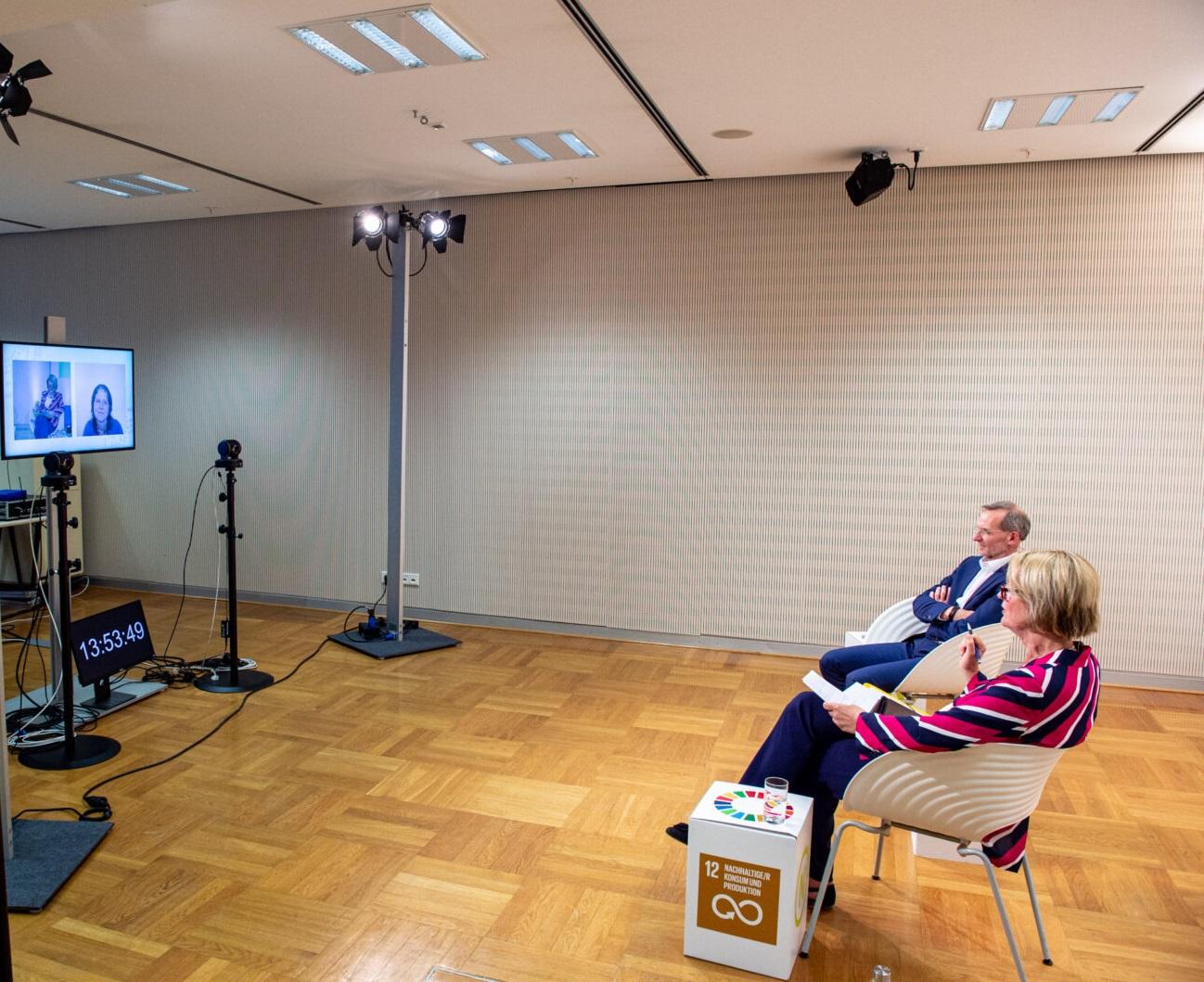 """Teilnehmerinnen und Teilnehmer des Themenforums """"Wie zirkuläres Wirtschaften zu einem Hebel für Klimaschutz und nachhaltige Entwicklung werden kann"""" auf der 20. Jahreskonferenz des Rates für Nachhaltige Entwicklung am 08.06.2021 (Online-Konferenz). Foto: Ralf Rühmeier © RNE"""