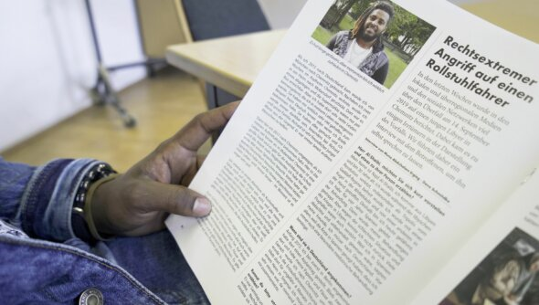 """Im Chemnitzer Magazin """"Horizont"""" berichten Migrantinnen und Migranten über ihre Flucht und das Leben in Deutschland. Foto: © Sazinc/Pierre Graupner"""