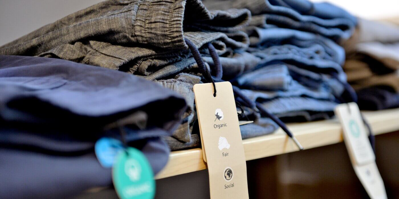 Der Nachhaltige Warenkorb gibt unter anderem Tipps zu nachhaltigen Lebensmitteln, Kosmetik und Mode. Foto: © Christof Rieken